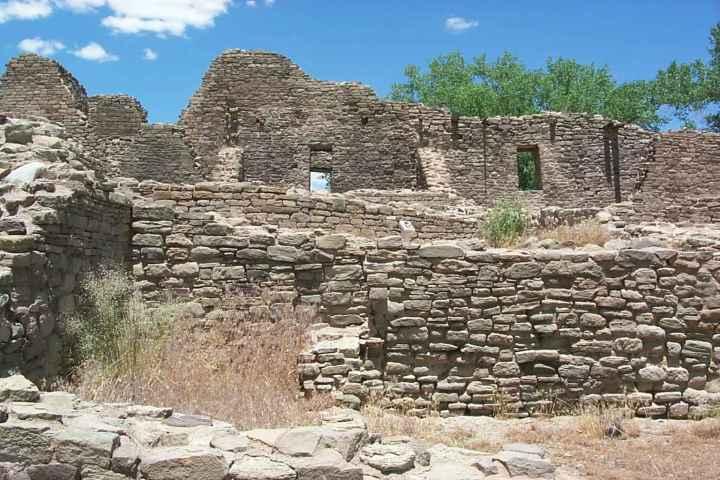 Pueblo Aztec